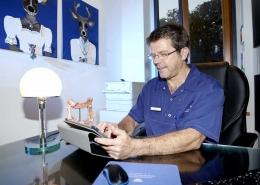 Am Arbeitsplatz   Dr. Pfundstein   München   Gastroenterologe   Magenspiegelung   Darmspiegelung