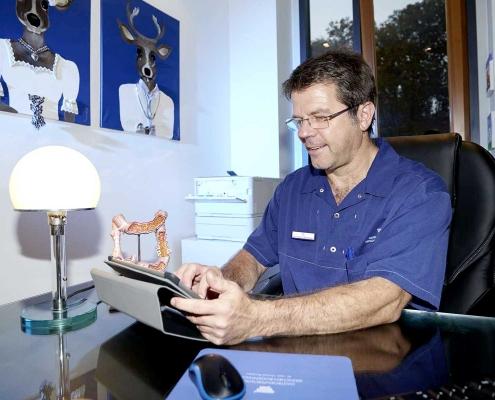 Am Arbeitsplatz | Dr. Pfundstein | München | Gastroenterologe | Magenspiegelung | Darmspiegelung