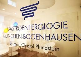 Wartezimmer Tür   Dr. Pfundstein   München   Gastroenterologe   Magenspiegelung   Darmspiegelung